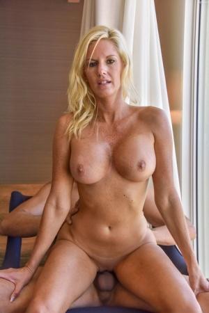 Sexy MILF Cowgirl