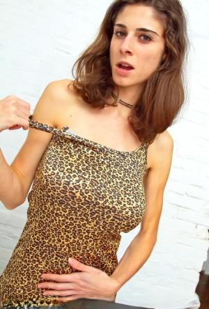 Sexy Skinny MILF
