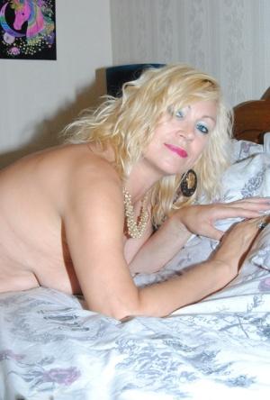 Sexy Non Nude MILF