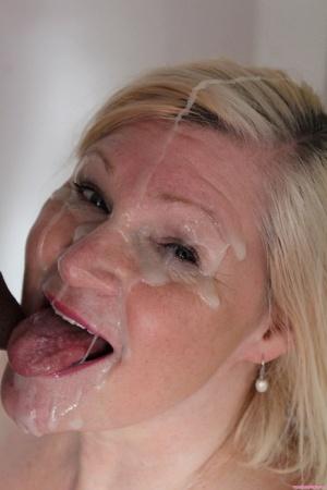 Sexy MILF Facial