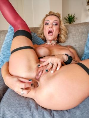 Sexy MILF Pornstar