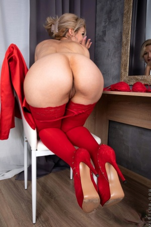 Sexy MILF Housewife