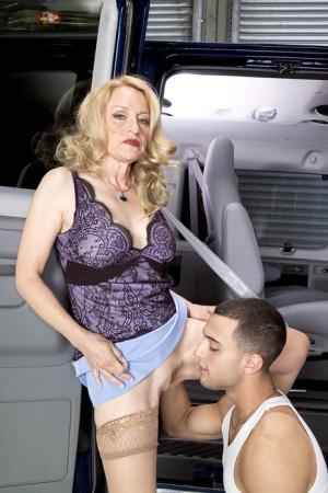 Sexy MILF Eats Pussy
