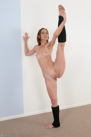 Sexy Flexible MILF