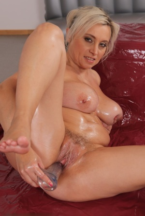 Sexy Oiled MILF